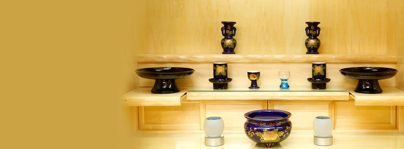 沖縄の仏壇・仏具なら お仏壇の赤峰 様々な仏壇・仏具・神具をご用意しております。